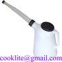 Mätkanna / litersmått / oljekanna 2 l med utloppspip och lock i HDPE